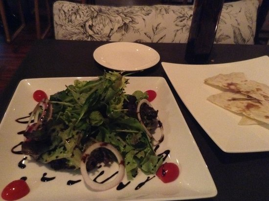 PizzaZo Bistro: Great salads too