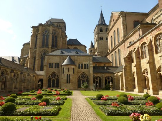 St. Peter's Cathedral (Dom) : View from the Kreuzgang