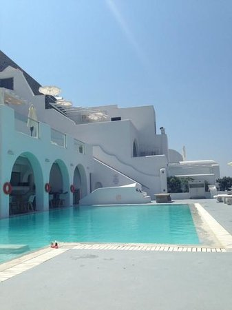 Belvedere Santorini: pool and breakfast area