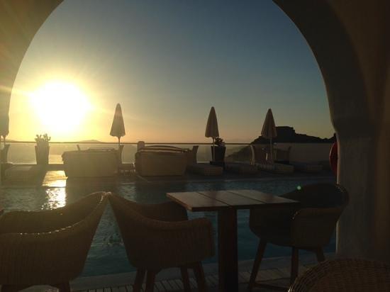 Belvedere Santorini: sunset from the pool bar