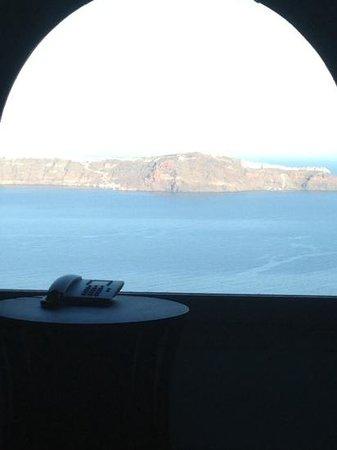 Belvedere Santorini: picture window in bedroom