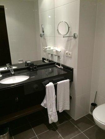 Rilano 24/7 Hotel München: bathroom