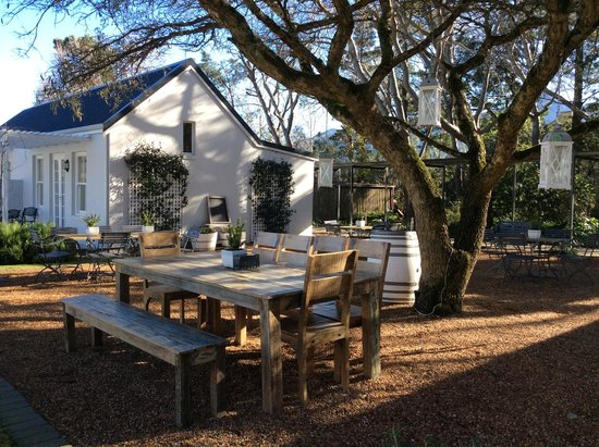Lavender Farm Guest House Franschhoek: Beauiful Outdoor Seating Area