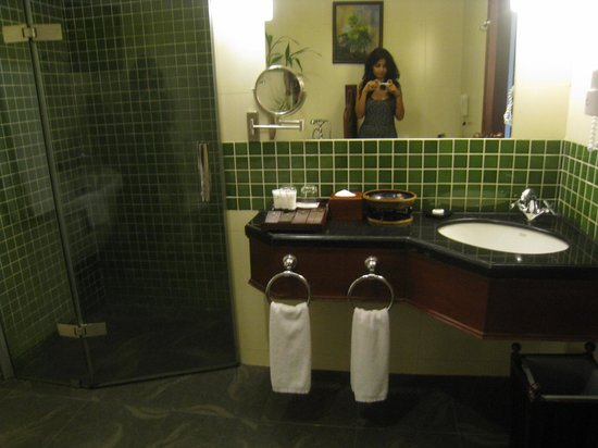 Borei Angkor Resort & Spa: Bathroom