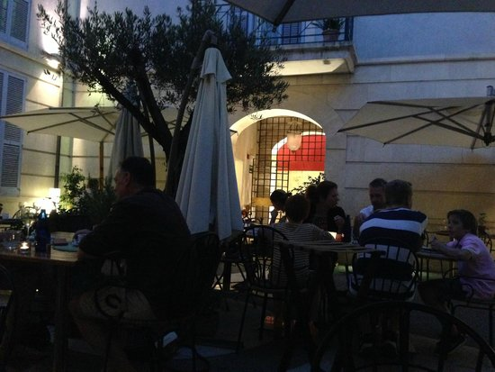 Misa Braseria : cosy patio