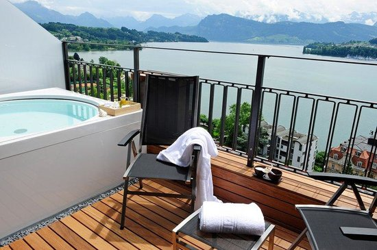 Art Deco Hotel Montana Luzern : Your own Whirlpool on the terrace