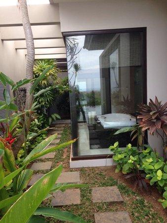 Banyan Tree Ungasan, Bali: Esterno bagno !!
