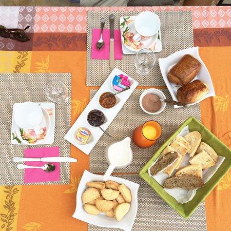 Vallecalle, Frankrike: Petit déjeuner à tomber
