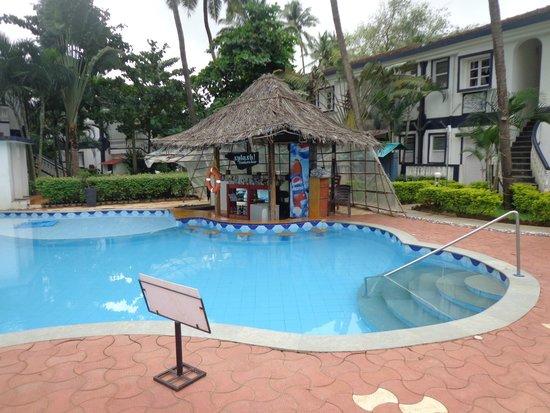 Santana Beach Resort : Pool side area