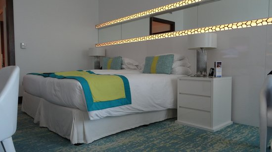 JA Ocean View Hotel: Stanza