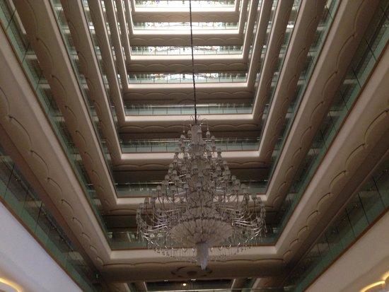 Royal Holiday Palace : Looking up from lobby