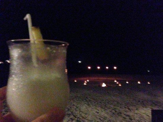 Angsana Bintan : Cocktails on the beach