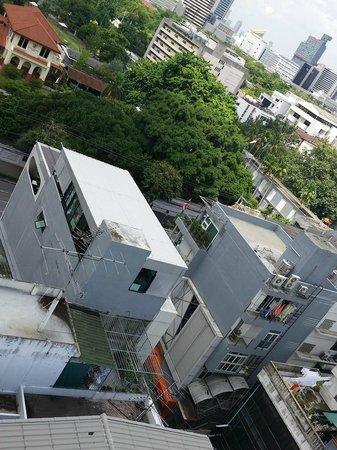Centre Point Pratunam Hotel: Balcony view
