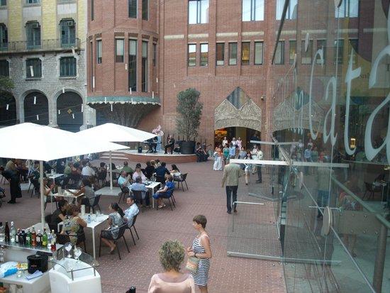 Palau de la Musica Orfeo Catala: Чудесная атмосфера перед концертом. Внутренний дворик Дворца