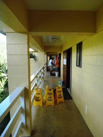 Insel Fehmarn Hotel: Workmen working until 9pm next door