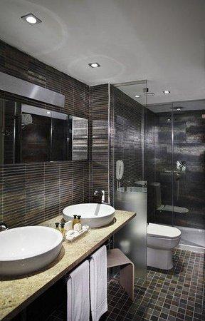 Normal Melia Sevilla Bathroom