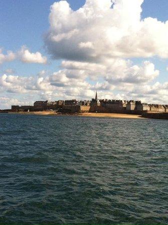 Les Remparts de Saint-Malo : Saint Malo vista desde el mar
