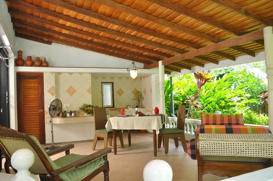 Ayubowan Swiss Lanka Bungalow Resort: Terrase Comfort-Bungalow Nr 4