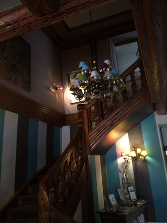 Hostellerie de la Pommeraie : Staircase leading to rooms