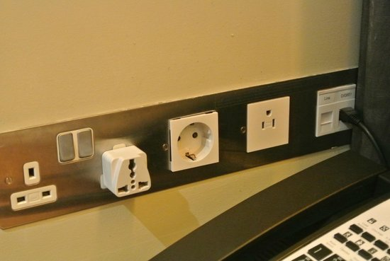 Plaza on the River - Club and Residence : Only 1 international outlet available by the desk. We added our own international plug adapter.