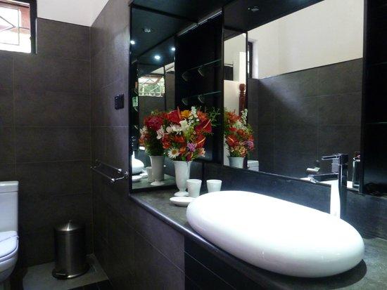 Ayubowan Swiss Lanka Bungalow Resort : Bath Comfort-bungalow 2