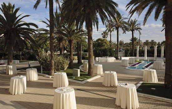 Hotel Las Arenas Balneario Resort: Outside Cocktail