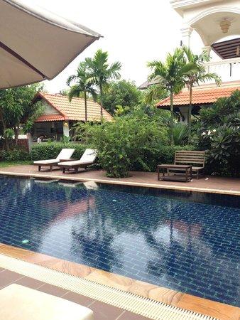 Kiri Boutique Hotel: Pool area