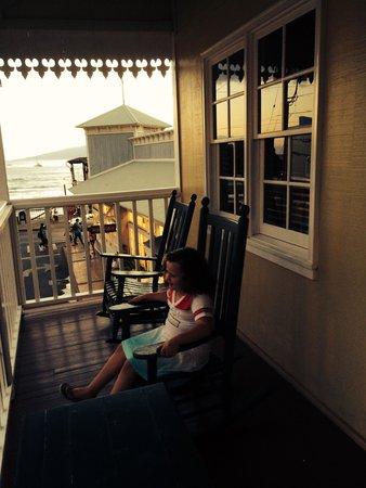 Lahaina Inn : Ocean front junior suite large lanai overlooking the Front Street