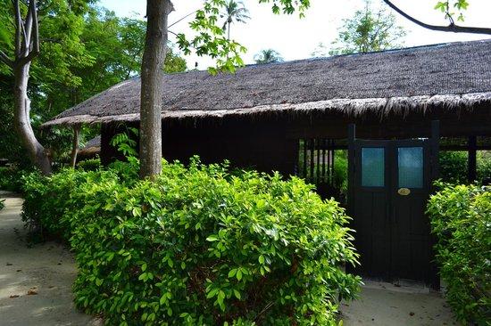 Zeavola Resort: Exterior of a typical Garden Suite