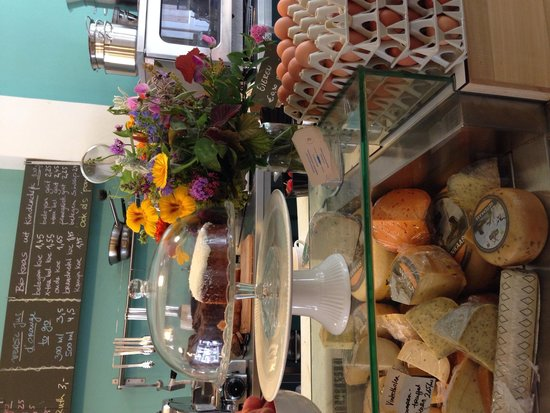 Buiten: The counter: with cheese, eggs, cake