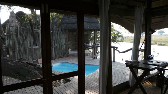 Wilderness Safaris Kings Pool Camp: Outdoor terrasse and private pool