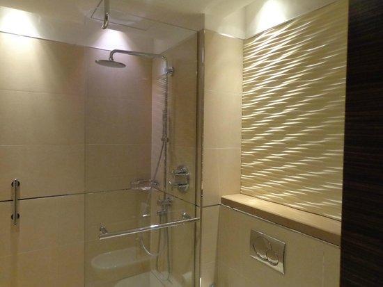 Salle de bain - Picture of Renaissance Tlemcen Hotel, Tlemcen ...