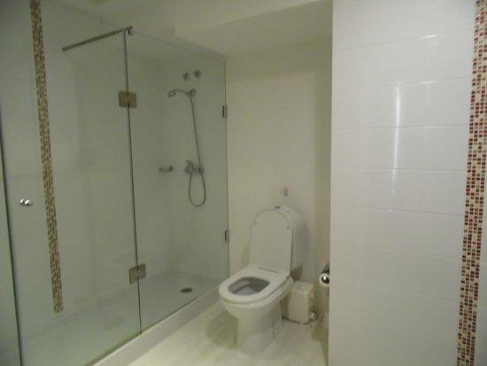 Hotel Borges Chiado: Bathroom