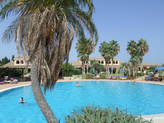 Lantana Resort, Hotel & Apartments : piscina