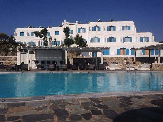 Yiannaki Hotel: view of hotel from sunbed!