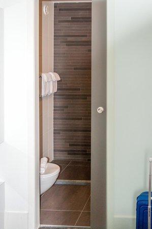 Hotel ECU - Different Hotels : Bathroom