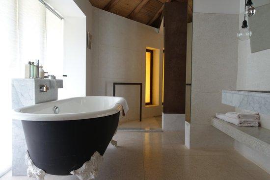 Hotel Les Cinq Djellabas : Baño suit