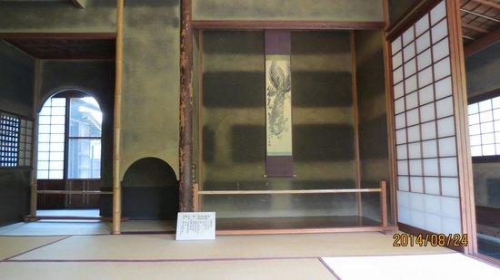 Toyama Memorial Museum of Art: 西棟・7畳の間