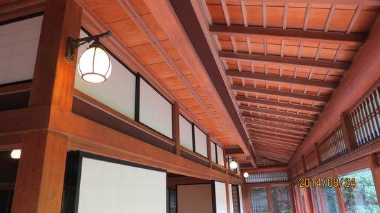 Toyama Memorial Museum of Art : 中棟の畳廊下の天井
