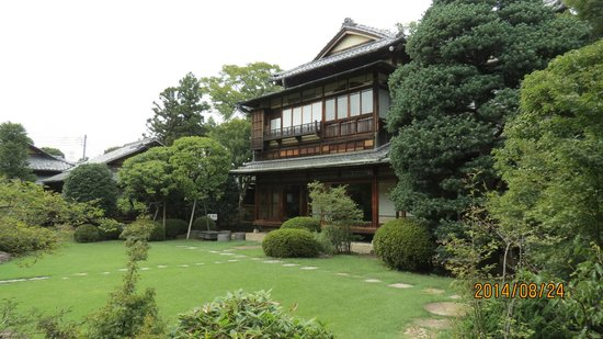 Toyama Memorial Museum of Art : 中棟の外観