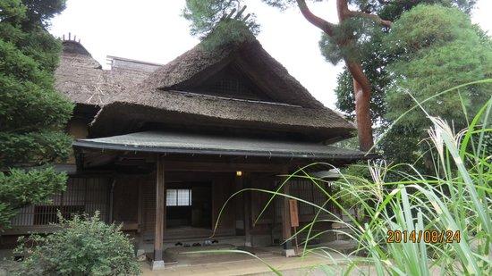 Toyama Memorial Museum of Art : 東棟の表玄関