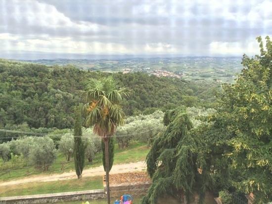 Agriturismo La Gioconda: uitzicht uit de panorama kamer richting Vinci.