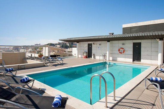 Hotel NH Collection Lisboa Liberdade: Swimming Pool