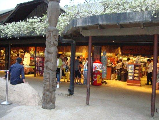 Night Safari Souvenir Store