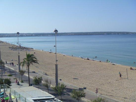 Aparthotel Fontanellas Playa: Beach outside