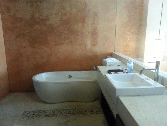 Chanalai Romantica Resort : Big Bathtub