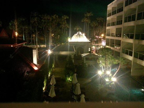 Chanalai Romantica Resort: Night view from Balcony