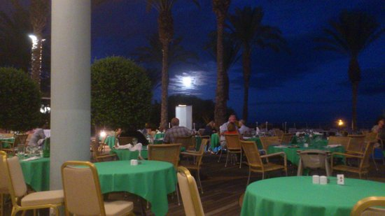 Pestana Grand Premium Ocean Resort: Abendessen am Pool