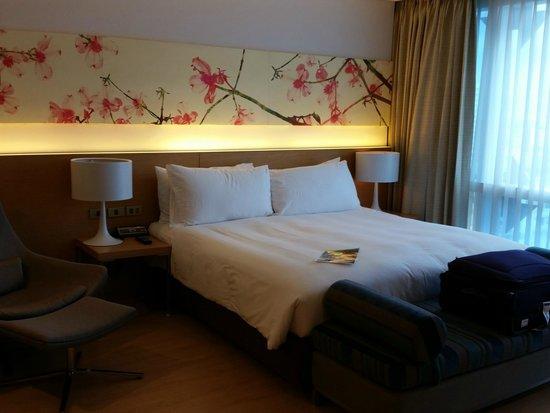 GLOW Pratunam: room