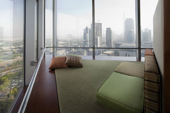 Jumeirah Emirates Towers: Deluxe Suite Relaxation Area